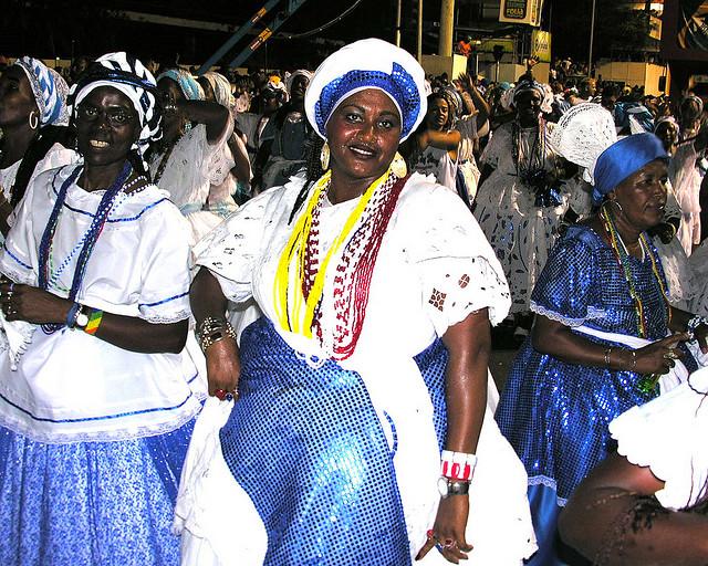 Bahianas desfilando en el Carnaval de Bahía
