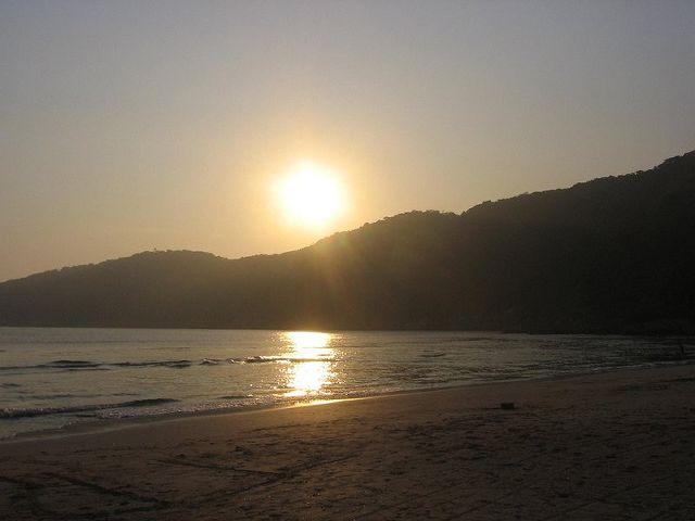 Atardecer en la playa de Guaiúba - Guarujá