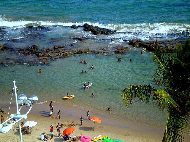 Piscinas naturales en playa de Barra