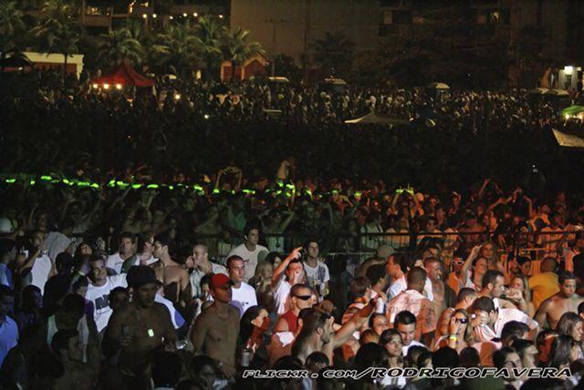 Multitud en la playa de Copacabana