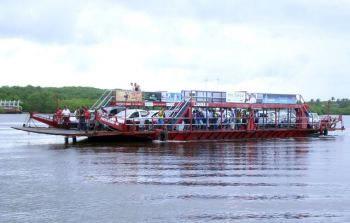 Balsa cruzando a Arraial d'Ajuda desde Porto Seguro