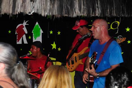 Banda tocando en el Beco das Cores - Arraial d'Ajuda