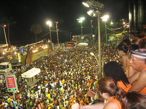 Carnaval de Salvador de Bahía desde un camarote en Barra