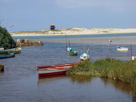 Río da Madre y playa de Guarda do Embaú enfrente