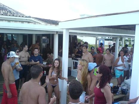 Tarde de carnaval en Divino Beach - Jurerê Internacional