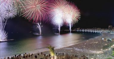 Fuegos artificiales de año nuevo en Copacabana, Río de Janeiro