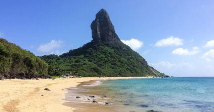Morro do Pico y playa